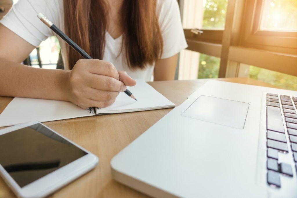 Student practicing online courses productivity hacks